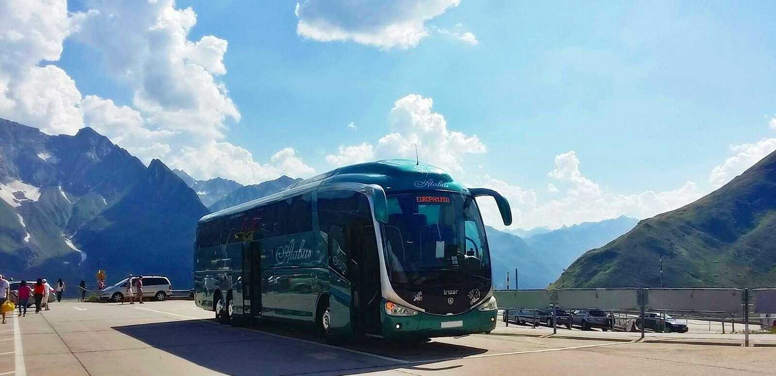 Autobús de alabus en excursión