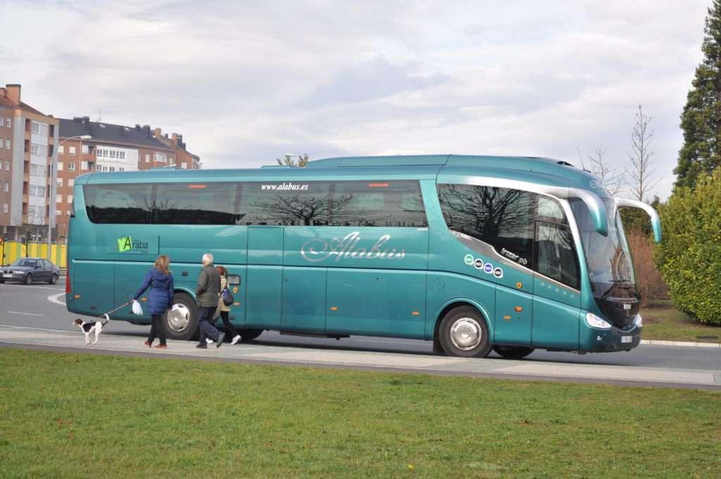 autobús alabus aparcado vitoria