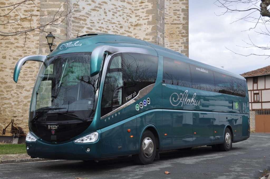 autobus con certificados aparcado